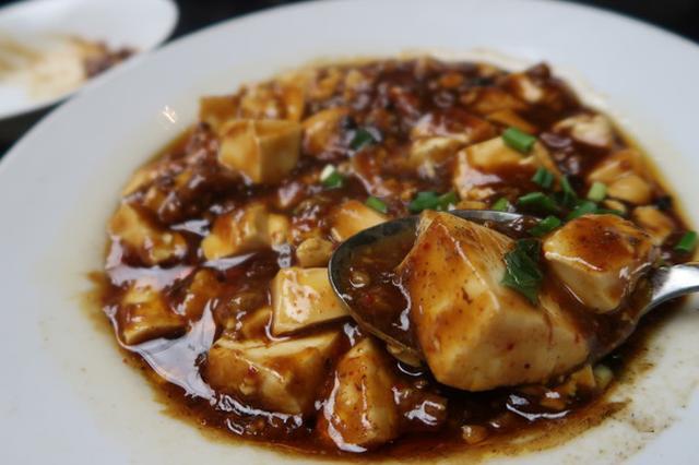 画像: 大久保さん似の店員さんがいる中華料理店『四季ボウ坊』@新橋