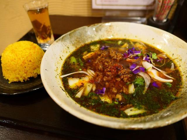 画像: 爽快なスパイスと深い旨みのお出汁が効きまくりで具沢山の満足度が高すぎるスープカレー! 北新地 「スープカレー なっぱ」