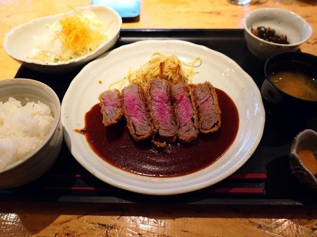 画像: クオリティの高いお肉のレアなビフカツの美味しさに感動のコスパ抜群のお肉料理専門店! 京都 はふう 本店」