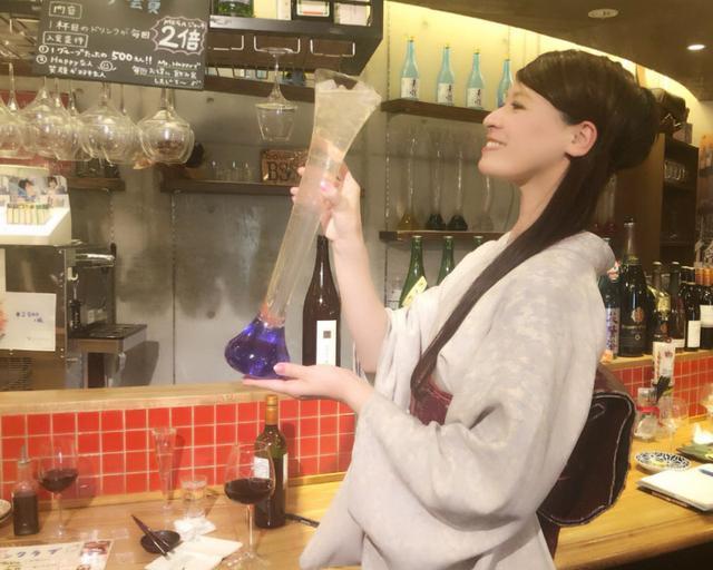 画像: なが〜いグラスで楽しいお酒→「ミスターハッピー(神保町)」連載web公開されています