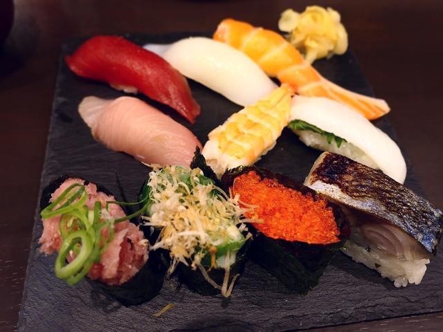 画像: 大きくて鮮度抜群のネタの立ち食い寿司のお得なランチセット! 大阪駅前第4ビル 「すしいち 大阪駅前第4ビル店」