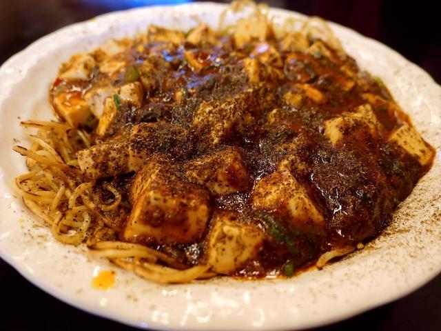 画像: ボリューム満点の定食類と特大ちゃんぽんが大人気のお店ですが・・・超本格四川麻婆の汁なし麺が絶品です! 奈良県生駒郡 「オリンピック飯店」