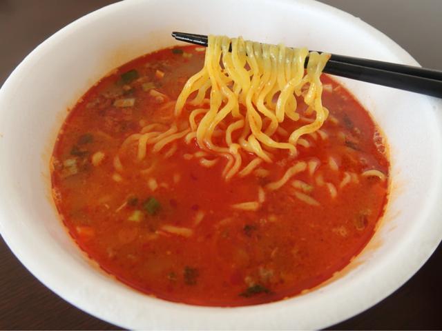 画像: 濃厚激辛なカップラーメン「サッポロ一番 地獄の担担麺 護摩龍 阿修羅」新発売