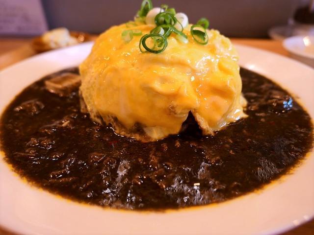"""画像: オリジナリティ溢れる """"黒ゴママーボーごはん"""" は優しい味わいでとても美味しいです! 北区大淀中 「ライス&ヌードル フーフー」"""