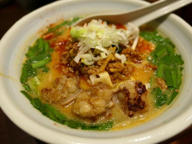 画像: 新登場の台湾もつラーメンはスープもホルモンも感動的に旨いです! 梅田 「らーめん つけ麺 かんじん堂 フコクフォレストスクエア店」