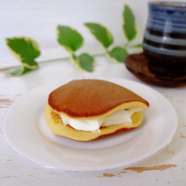 画像: ローソン ウチカフェ・宇治抹茶とみるくのもっちりした生どら焼き