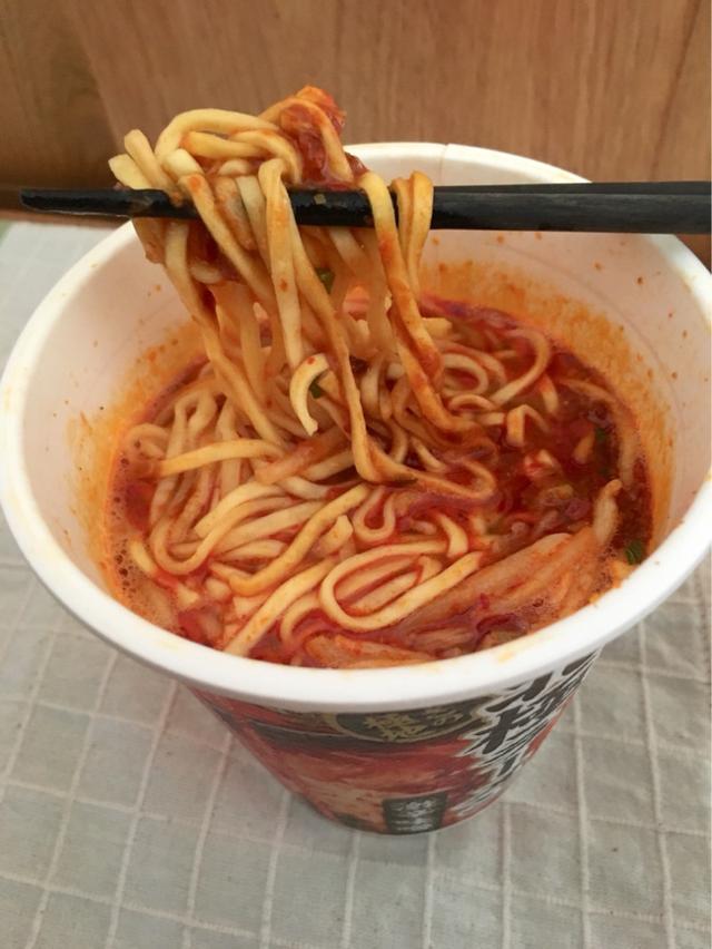 画像: セブンイレブンで発売のカップ麺 蒙古タンメン中本 北極ラーメン 激辛味噌味