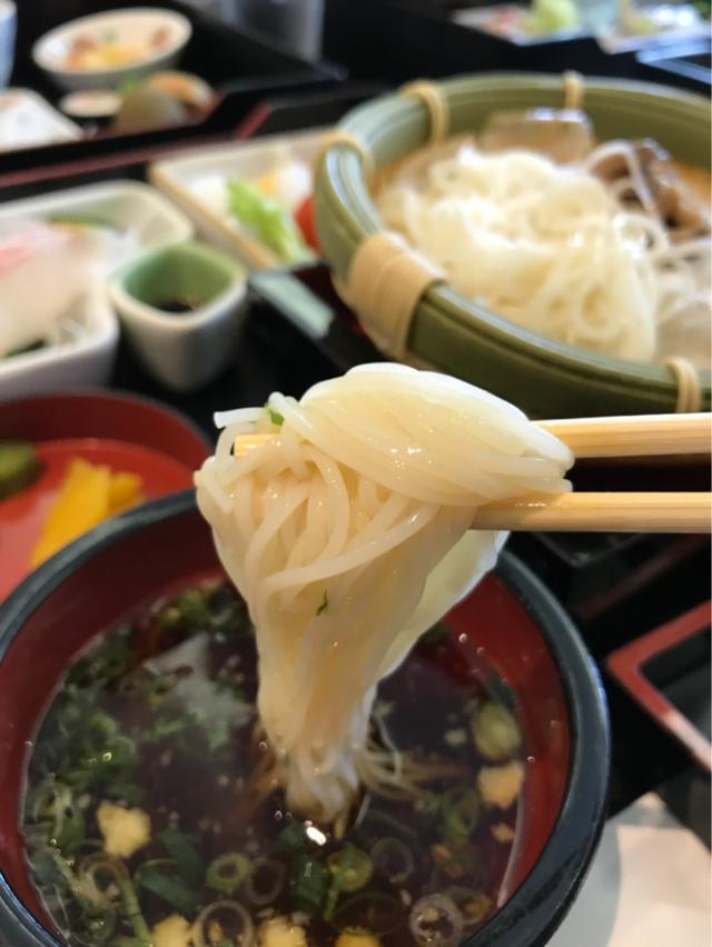 画像: 台風一過、神戸山の手の優雅なホテルです、なぜなら予定された講演会が〜〜