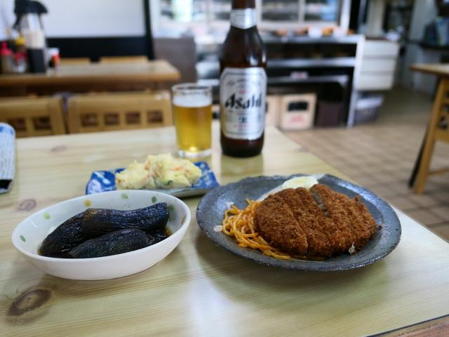 画像: 地元で長く愛される豚汁が名物の食堂で朝飲みが楽しめます! 西区南堀江 「成金屋食堂」