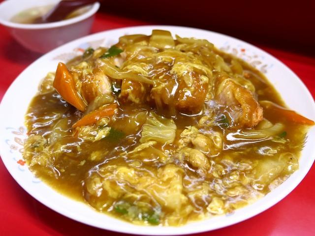"""画像: メニューに載っていない裏メニューの """"中華風カツカレー丼"""" はちょっとジャンクで癖になる味わいです! 東三国 「若水」"""