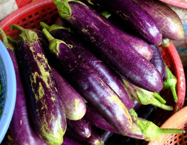画像: 「ベトナム・ホイアンまとめ ホイアン市場の食材」