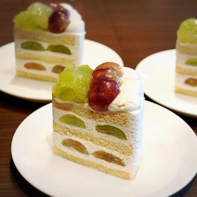 画像: ホテルニューオータニ パティスリーSATSUKI・エクストラスーパーグレープケーキ