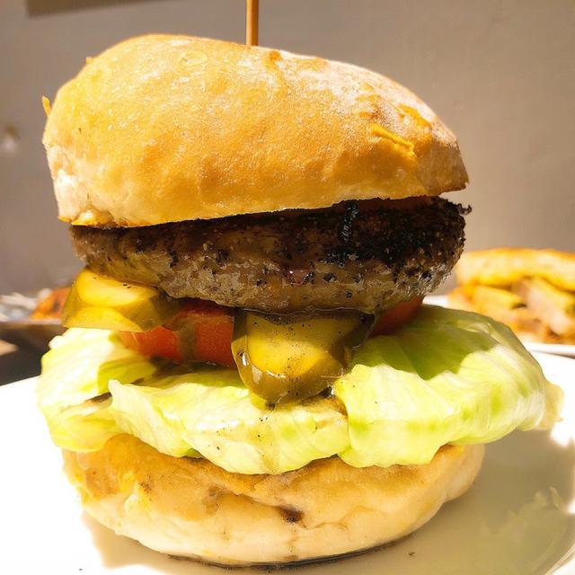 画像: 北参道「E・A・T (イーエーティー)」バーガーもステーキも!シンプルアメリカンがおいしい
