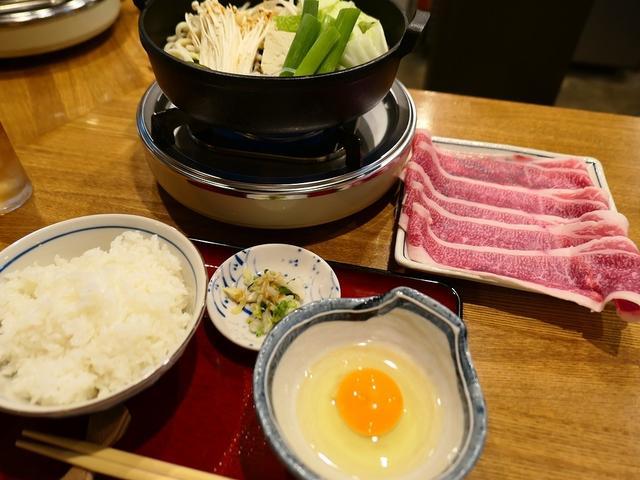 画像: 驚きのコスパの甘くてとろける霜降り肉のすき焼きランチ! 谷6 「きよ助」