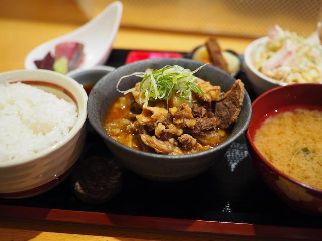 画像: 驚異のコスパのトロトロに煮込まれた和牛すじ煮込み定食は満足感が高すぎます! 北新地 「上月」