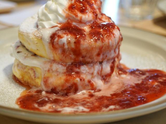画像: 究極のストロベリーパンケーキ!