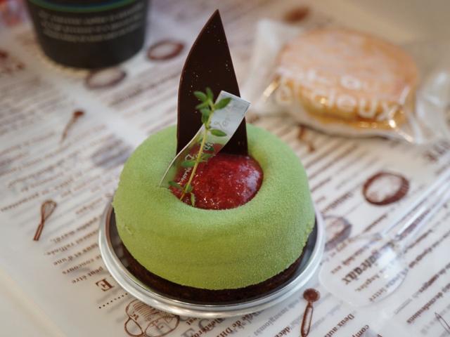 画像: 店名を冠したピスタチオのケーキ