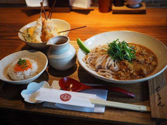 画像: 京町屋をリノベーションしたお洒落な空間で本格的な味わいのキーマカレーうどんと京スイーツが楽しめます! 京都市中京区 「京都四条 くをん」