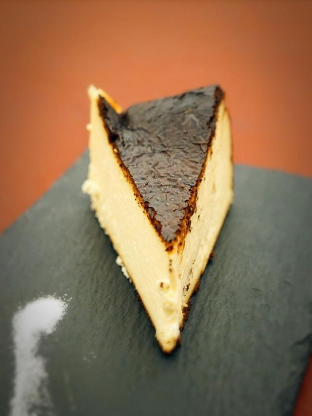 画像: 広尾 笄軒(こうがいけん)・バスクチーズケーキ