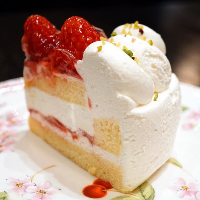 画像: 宮越屋珈琲 恵比寿店・苺のショートケーキ おいスイーツ!