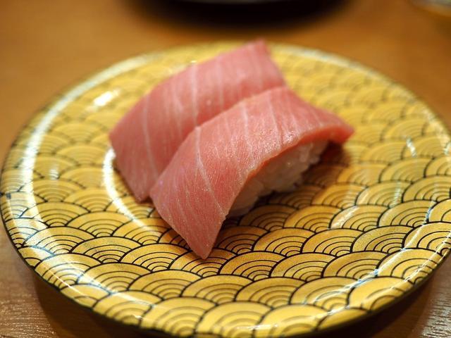 画像: 回転寿司の域をはるかに超えたネタの鮮度とクオリティが高すぎる市場内の人気回転寿司! 福岡市中央区 「市場ずし 魚辰」