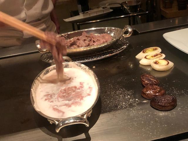 画像: シャンパンでしゃぶしゃぶ!六本木 鉄板焼「けやき坂」〜人気急上昇!