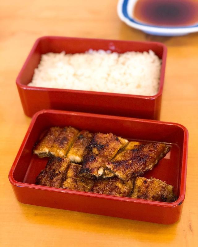 画像: タモさんがうなぎではここが一番好きという中洲の『吉塚うなぎ屋』で、うな重(3,100円)。  パリフワうなぎ、最高すぎる!!! タレも美味しくて、ご飯に合いすぎる!!! ご飯自体がめちゃくちゃ美味しい!!! うなぎとご飯が分けられてるの、嬉...