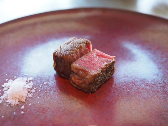 画像: お肉の旨みの潜在能力を最大限に引き出す究極の焼き加減のステーキがいただけます! 帝国ホテル大阪 「鉄板焼 嘉門」