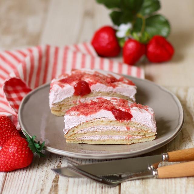 画像: ローソン・いちごクリームのパンケーキ