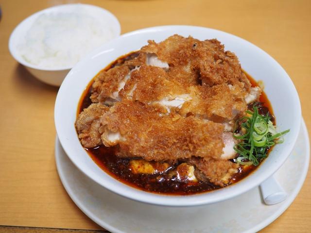 画像: 地元で大人気の町中華の巨大チキンカツがトッピングされた麻婆麺は味もボリュームも満足感が高いです! 兵庫県西宮市 「甲子園一貫楼」