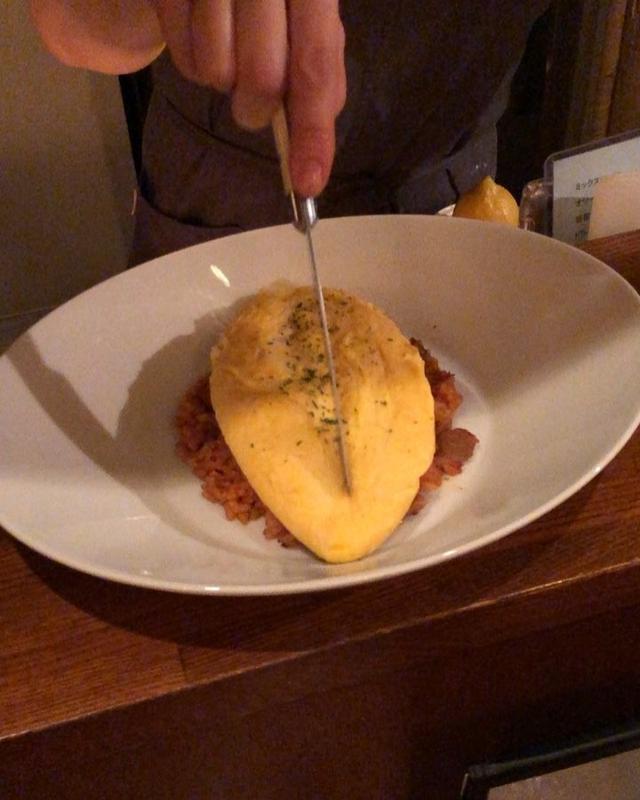 画像: 中目黒『モノポール』の「チーズオムライス」は、たんぽぽオムライスで、トロトロめちゃ旨〜!!!  #モノポール #アツオ