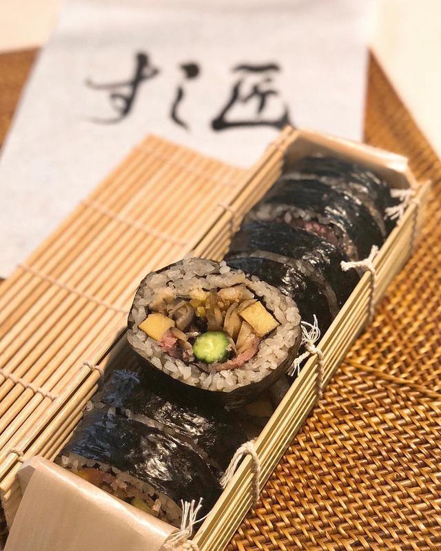画像: 『すし匠』のお土産太巻き、美味しいな〜!!!  #すし匠 #すし匠太巻き