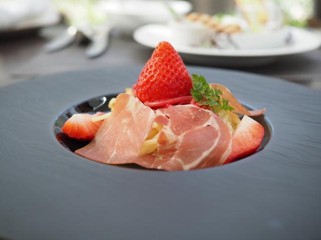 画像: 大人気のブッフェ付ランチの春のテーマは『フルーツとお肉』!皆が大好きな絶妙のコラボは美味しくて満足感が高すぎます! ウェスティンホテル大阪 「アマデウス」