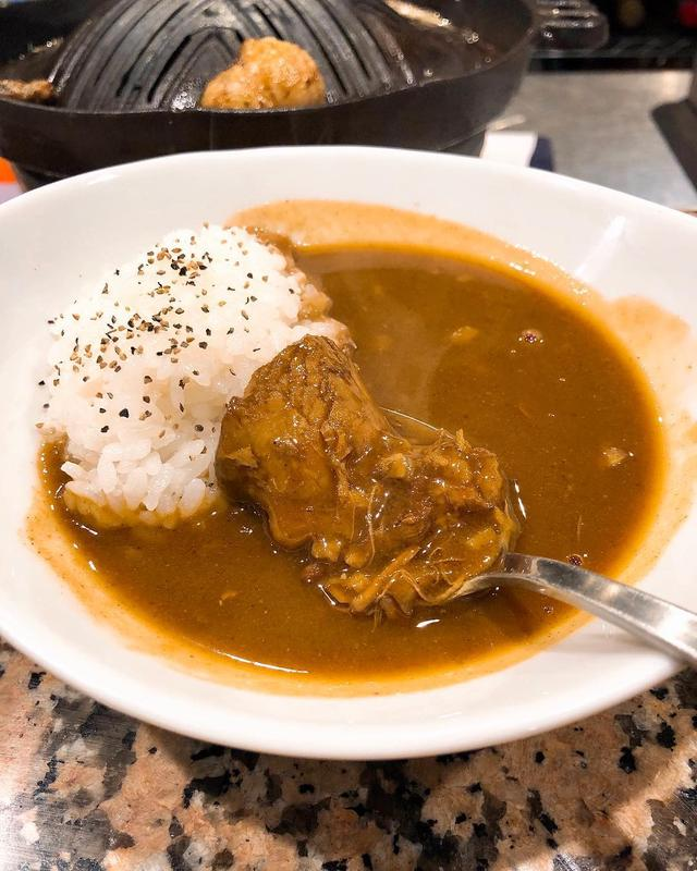 画像1: 『羊SUNRISE』のシメのカレーが大好きです!!!! 羊肉もトロットロで最高!!!!!  東京のカレーの中でも5本の指に入るくらい好き!!!!!  #羊SUNRISE #麻布十番ジンギスカン #具義カレー2019 www.instagram.com