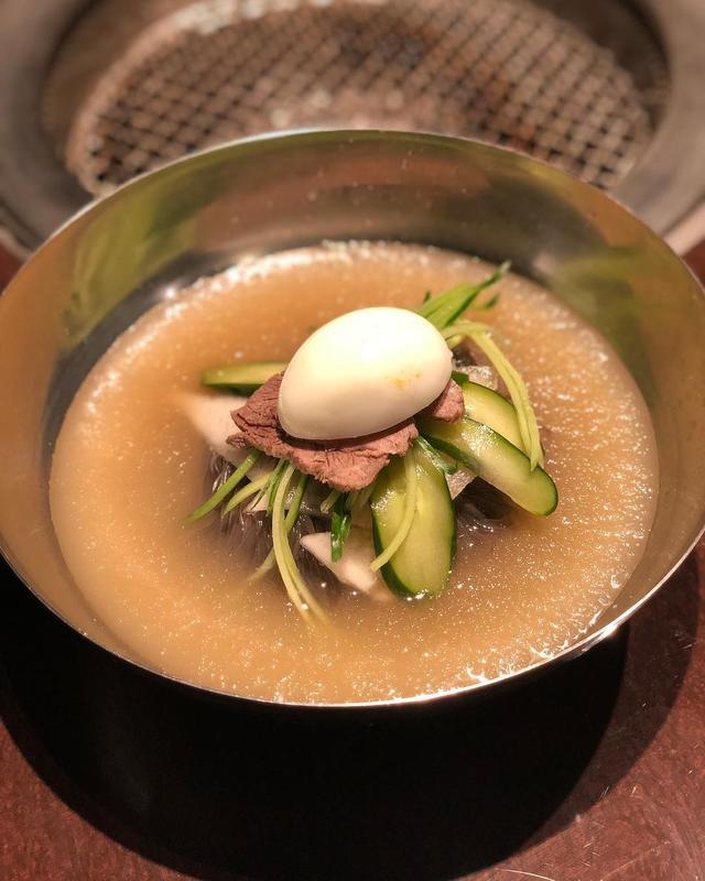 画像1: 来たかった西麻布『焼肉 冷麺 ユッチャン。』。 ハワイの『ユッチャンコリアンレストラン』に行ったことないんので比べられないんだけど、葛冷麺、葛ビビン麺、LAカルビ、めちゃくちゃ美味しかった〜!!! #焼肉冷麺ユッチャン www.instagram.com