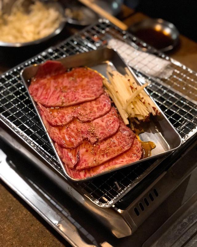 画像: 渋谷『どうげん』の「りんご」と「ザ・麺」卵黄のっけ、最高だよな!!!!!  #どうげん #ヤキニクホルモンどうげん #キンタカオ #渋谷焼肉