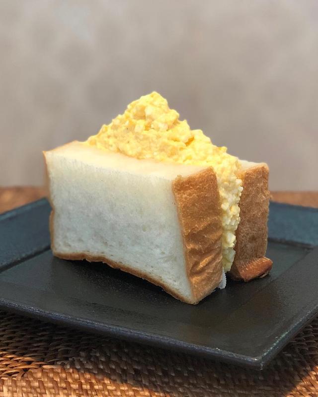 画像1: 朝食で「マウンテンタマゴサンド」作った! 旨〜い!  #タマゴサンド #たまごサンド #卵サンド #玉子サンド www.instagram.com