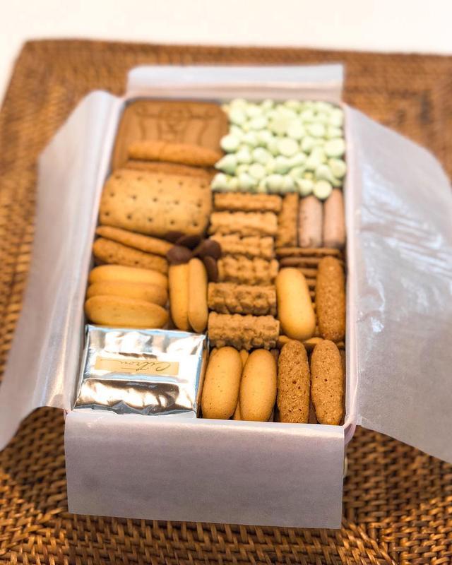 画像: なかなか買えない『村上開新堂』のクッキーをいただきました。 初めてですが、美しく懐かしくとっても美味しい!!! 北野さんご夫妻、ありがとうございました!  #村上開新堂