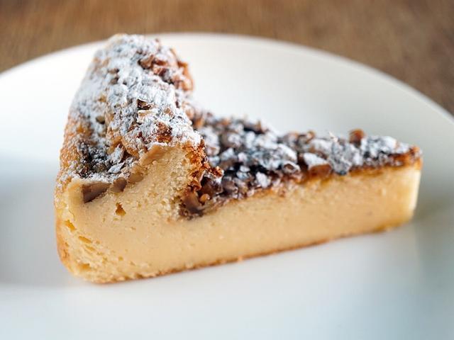 画像: チーズケーキパラダイス!・珍しいロックフォールチーズケーキ