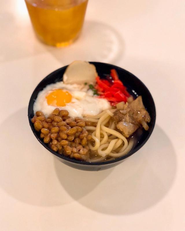 画像: ラスト朝食ビュッフェは、無性に納豆が食べたくなって、納豆温玉沖縄そば。 まーさんどー!  #ホテルビュッフェ #沖縄そば #具義沖縄そば2019