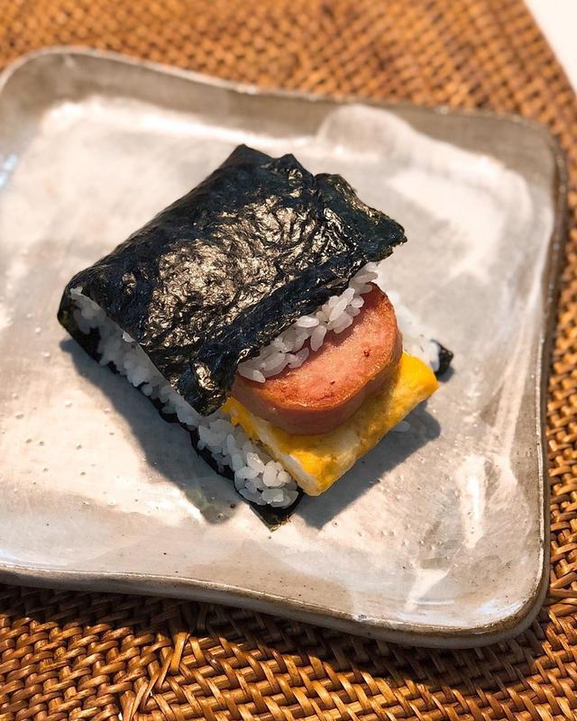 画像1: 朝食で、ポークたまごおにぎり作って食べた。 旨いな〜  #ポークたまごおにぎり www.instagram.com