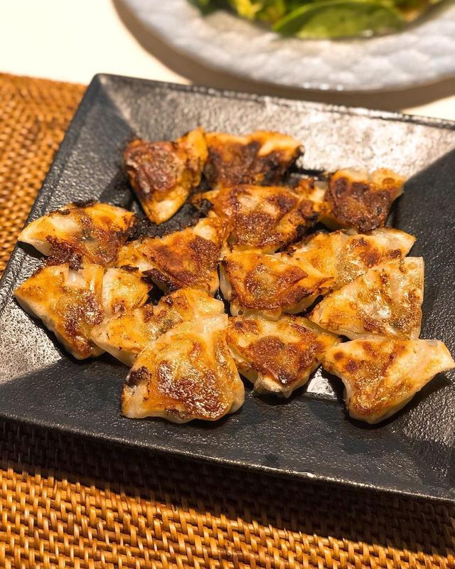 画像: 大阪でお土産でよく買ってくる『点天』の餃子。 最近は、この「ゆず塩餃子」がゆず胡椒がほんのり感じられて、めっちゃ美味しくてお気に入りなんですが、サイトで調べたら、「イタリアン料理人が独自のレシピで作る塩ダレは、塩味の中の旨みと甘みが絶妙なバランス。...