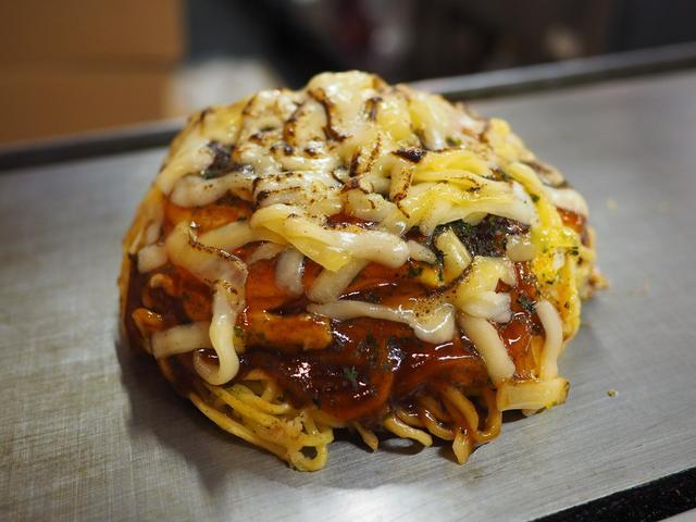 画像: チーズまみれのドーム型のお好み焼きはチーズ好きにはたまらない味わいでした! 広島県 「そぞ」