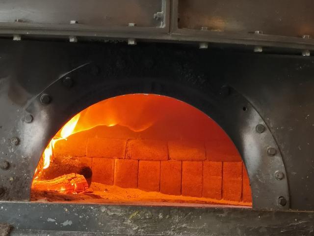 画像: 麻布十番「サヴォイ」は外国気分で楽しめる食べログピザ百名店!