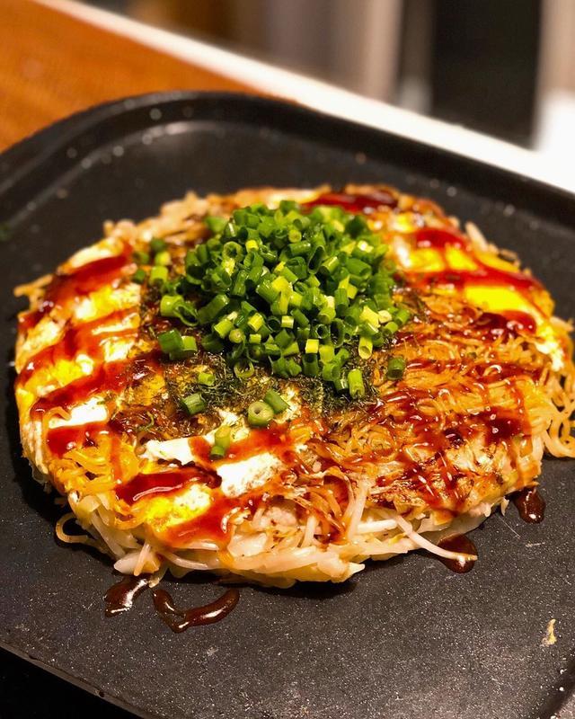 画像1: 家で広島のお好み焼き作った。 クックパッドの「県人うちの基本♡広島風お好み焼き♡」のレシピをベースに。 ぶち美味しくできた〜!  #グギメシ www.instagram.com