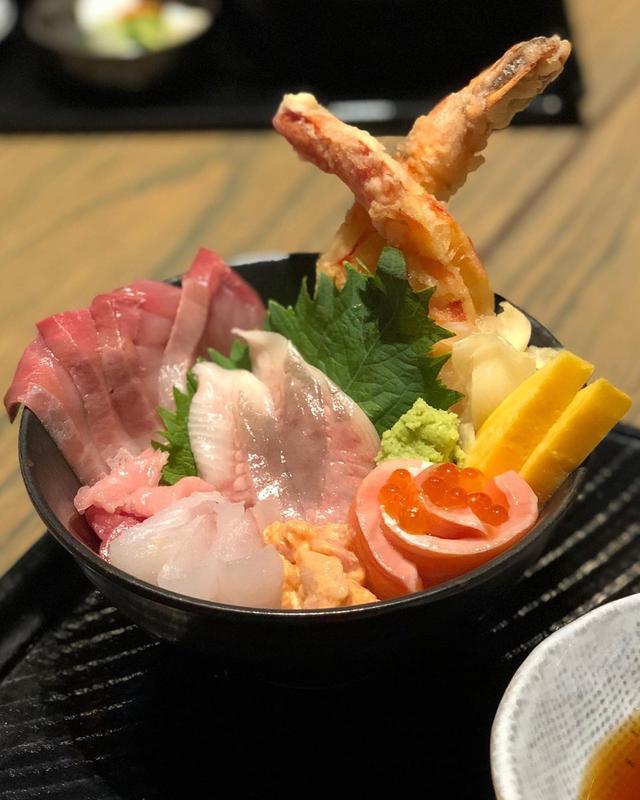 画像: 食べあるキングの食材探求ツアーの一環で、『とらふぐ亭』や『WOKUNI (うおくに)』を経営する『東京第一フーズ』と食べあるキングのコラボで、ミシュラン掲載店『WOKUNI』ニューヨーク店に来ました。 グランドセントラル駅の近く、日本で言ったら東京駅...