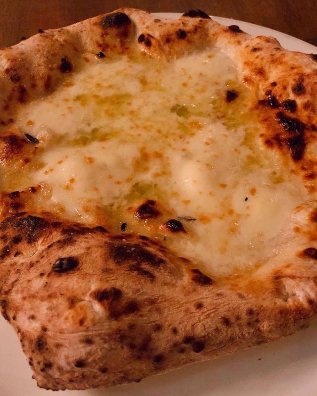 画像: 25年くらい前から来ている中目黒『聖林館』(最初の頃の店名は『サヴォイ』)。   何年も通ってる人しかオーダーできない裏メニューの「ビアンカ」はチーズとバターのピザで、め〜っちゃくちゃ最高に美味しい!!!  「マルゲリータ」は、美味し...