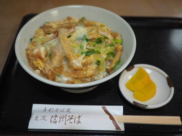 画像: 『きつね丼』と『衣笠丼』と『木の葉丼』の3つの要素を兼ねそろえた『きつね丼』は思わず唸ってしまう美味しさです! 北区大淀中 「大淀信州そば」