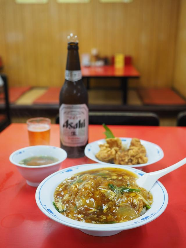 画像: 大雨でも朝からひっきりなしにお客さんが訪れる人気町中華で中華風カツ丼! 浪速区桜川 「龍(ロン)」