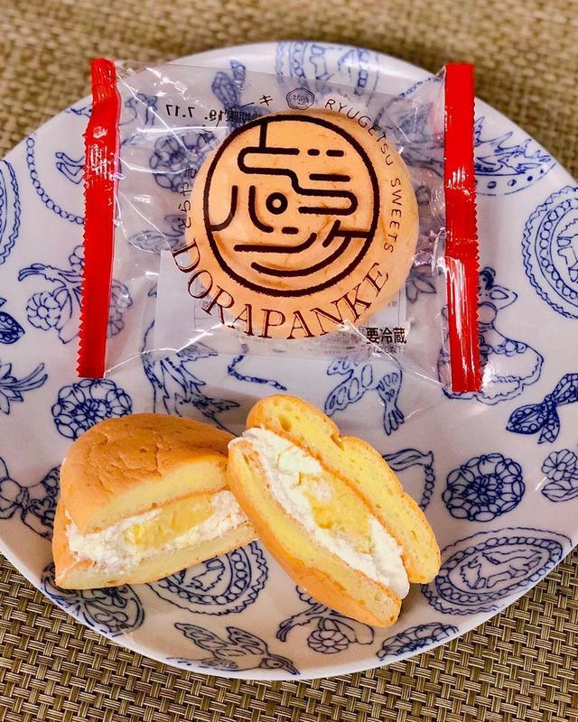 画像: 新千歳空港で買った『柳月』の「どらパンケ」。 いつも福岡空港で買う『伊都きんぐ』の「どらきんぐ生」と名前が似てる。意識してるのかな?  クリームとメイプルカスタードをふわっふわでモッチモチのパンケーキではさんでいて、これまた、めちゃくちゃ美味し...
